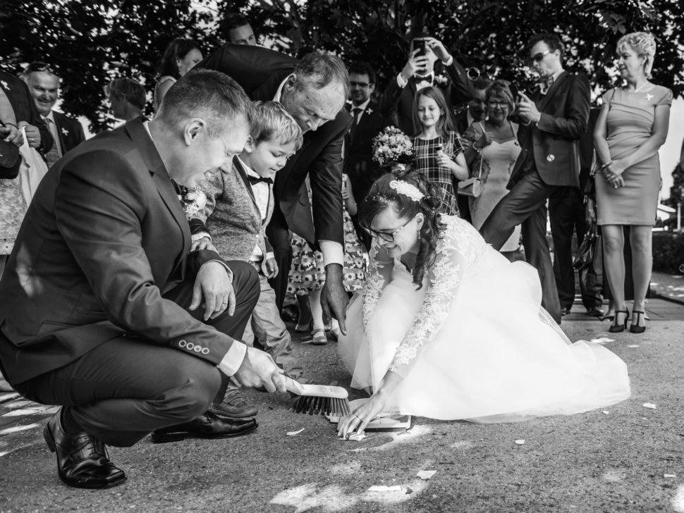 Zametání střepů, ženich, nevěsta